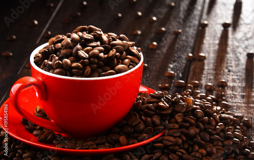 Plexiglas Koffiebonen Composition with red cup of coffee and beans