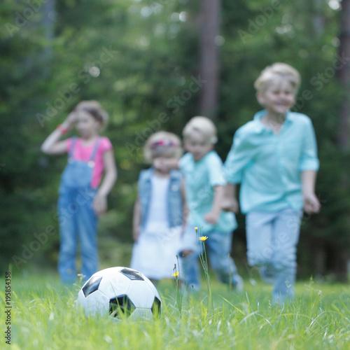 Aluminium Voetbal Children playing football