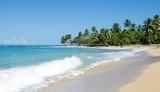 Ferien, Tourismus, Sommer, Sonne, Strand, Meer, Glück, Entspannung, Meditation: Traumurlaub an einem einsamen, karibischen Strand :) - 195873749