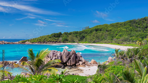 Fotobehang Tropical strand Seychelles beach with beautiful rocks.