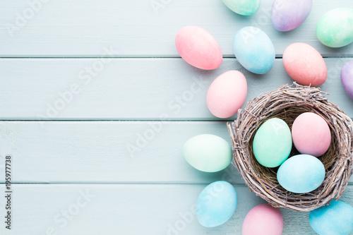 Tło pastelowe jaja wielkanocne. Wiosenna karta greating.