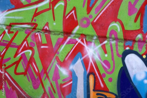 Piękne graffiti ulicy. Streszczenie kreatywny rysunek moda kolory na ścianach miasta. Urban Contemporary Culture.
