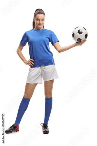 Aluminium Voetbal Female soccer player holding a football