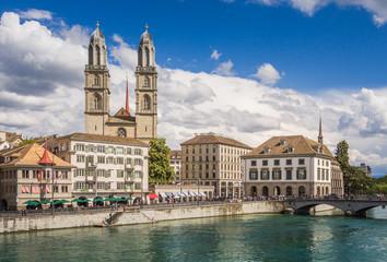 Historic Zurich center with famous Grossmünster Church, Limmat river and Zürichsee, Switzerland. Historisches Zentrum von Zürich mit der berühmten Grossmünsterkirche, Limmat, Zürichsee, Schweiz.
