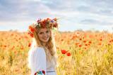 Girl in a poppy field - 196009110