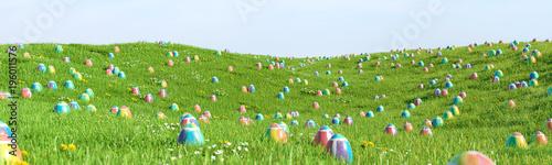 Bunte Ostereier zu Ostern im Gras einer Wiese - 196011576