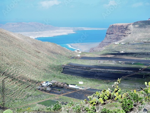 Foto op Canvas Bleke violet View to the cliffs and shore of Famara and La Graciosa island from near Merguez, Lanzarote