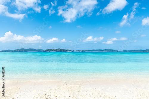 Foto op Canvas Tropical strand Sommer, Sonne, Strand und Meer im Sommerurlaub auf Okinawa, Japan