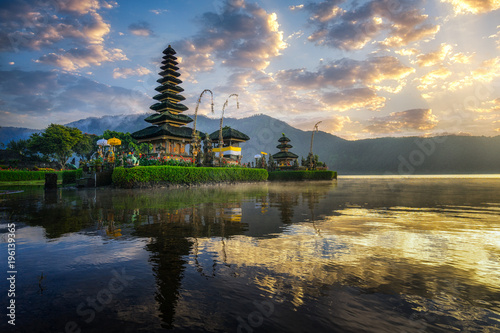 Tuinposter Bali Beautiful morning at Bali lake Beratan temple - Indonesia