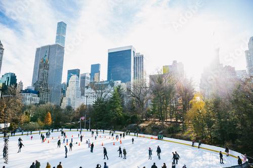 Foto Murales Central Park in New York City Wollman Rink im Winter mit starker Sonne
