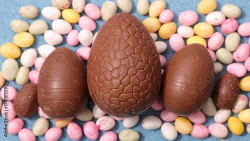 Foto op Plexiglas Hoogte schaal chocolate easter egg