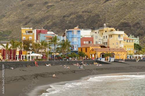 Poster Canarische Eilanden La Palma, colorful houses and black sand beach in Puerto de Tazacorte