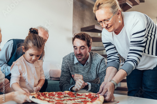 It's pizza time ! - 196184528