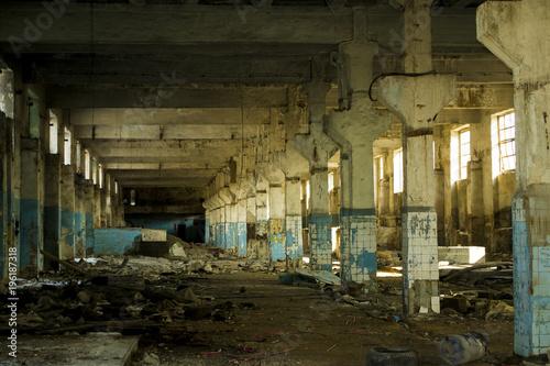 Papiers peints Les vieux bâtiments abandonnés Russian destroyed factory.