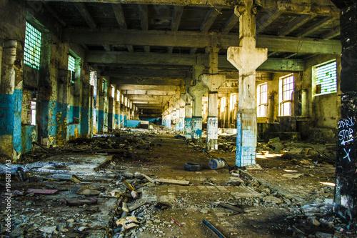 Aluminium Oude verlaten gebouwen Russian destroyed factory.