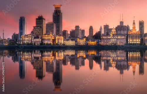Fotobehang Shanghai Shanghai skyline with reflection of sun on water