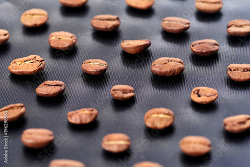 Aluminium Koffiebonen Coffee beans on the dark stone background