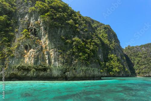 Aluminium Thailand rocks and sea