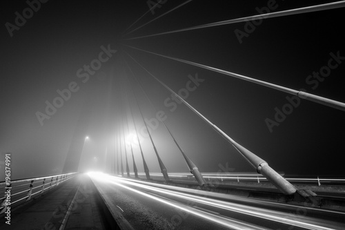 mata magnetyczna long exposure of foggy night, black and white on iron bridge of the city
