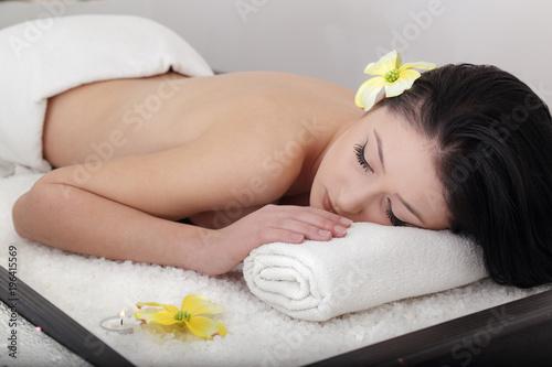 Fotobehang Spa Trattamento di bellezza su lettino di sale