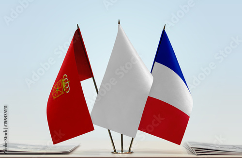 Flags of Navarre and France with a white flag in the middle