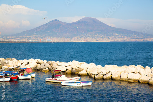 Poster Napels Vesuvius view from Naples bay, old boats on the sea.