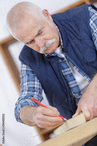 Foto Murales an elderly carpenter at work