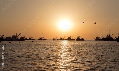 Foto op Canvas Zee zonsondergang Sunset, ocean at Ilo Peru Ships