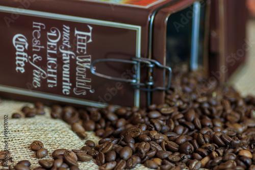 Tuinposter Koffiebonen Bohnen aus der Dose