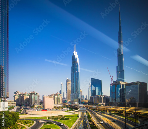 Foto op Aluminium Dubai Dubai downtown view through window