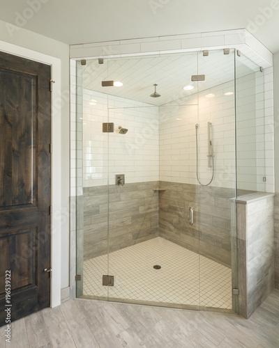 Luksusowy prysznic główny