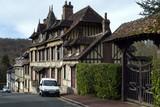 Lyons-la-Forêt. Village de Normandie dans l'Eure - 196543592