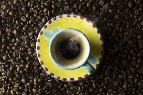 Aluminium Koffiebonen cup of cofèè on grain of coffèè