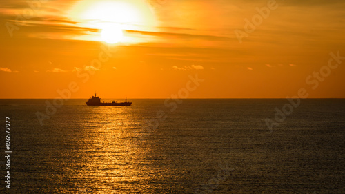 Tuinposter Zee zonsondergang Ocean sunset and tanker on horizon