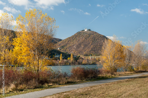 Foto op Canvas Wenen River Danube, Leopoldsberg and Kahlenbergerdorf on a sunny day