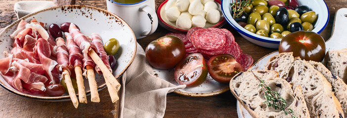 Italian food background © bit24