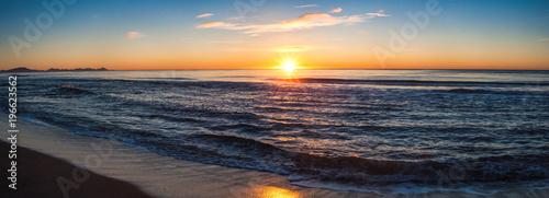Staande foto Zee zonsondergang Sunrise