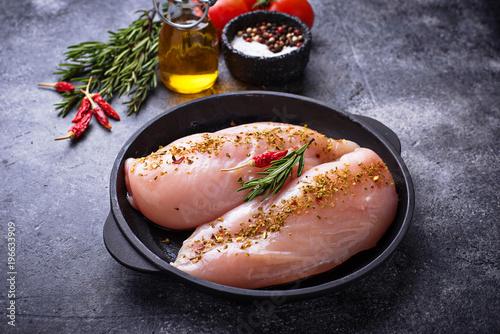 Foto op Plexiglas Steakhouse Raw chicken fillet in cast iron pan