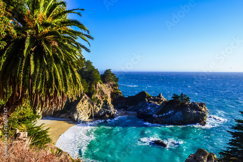 Ocean coast, small waterfall - 196663767