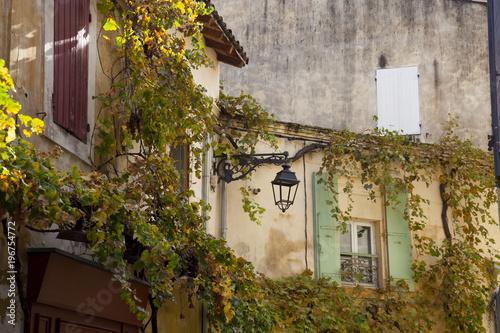 Fototapeta Francia, Arles.Una via del centro storico.