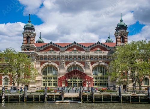 Foto Murales New York City, NY USA - 05/01/2015 - New York City Ellis Island Registration Building