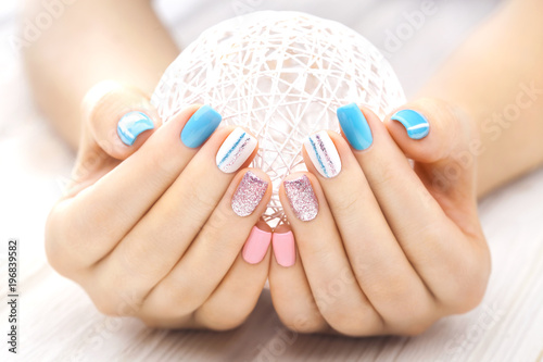 Foto op Canvas Manicure beautiful colored manicure with a white ball of yarn