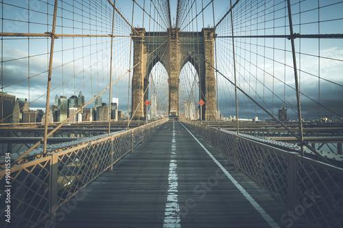 Foto op Aluminium New York On the famous Brooklyn Bridge in the morning