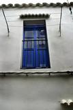 Puerta de madera típica en el viejo centro histórico de Ibiza, Islas Baleares, España - 196923391