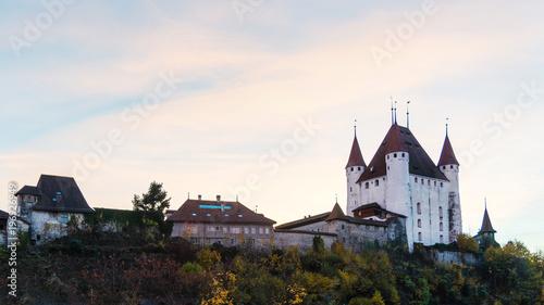 Schloss Thun bei Sonnenuntergang, Berner Oberland, Schweiz, Europa