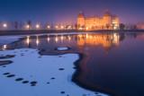 Schloss in Moritzburg bei Dresden an einem verschneiten Abend im Winter - 197005955