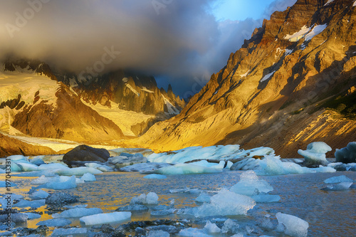 Aluminium Fyle Cerro Torre and icebergs at Laguna Torre