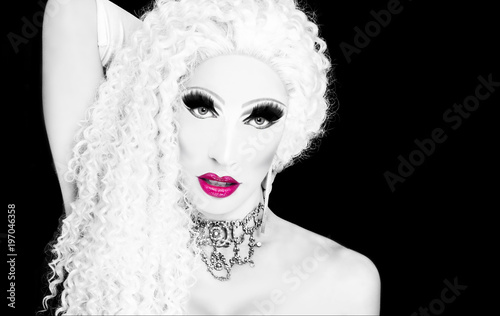 Poster Crazy dog glamorous drag queen in monochrome