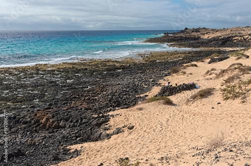 Fotobehang Canarische Eilanden Beach near Corralejo National Park, Fuerteventura, Canary Islands, Spain