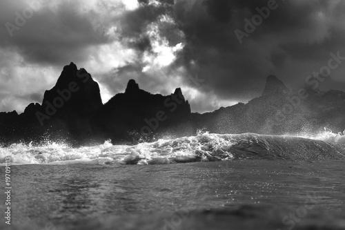 montagne de moorea depuis le lagon